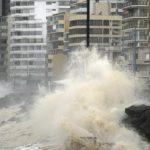 Emiten aviso especial por marejadas de hasta 4 metros en el borde costero de Chile
